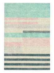 drukowany dywan w paski