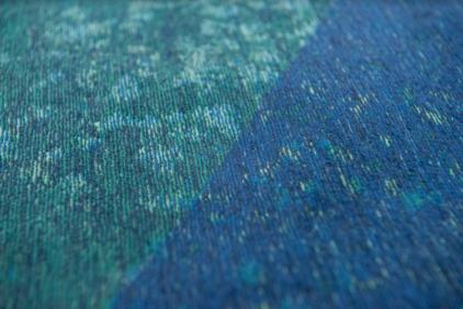niebieski dywan geometryczny lisboa saphir blue 9052 zbliżenie
